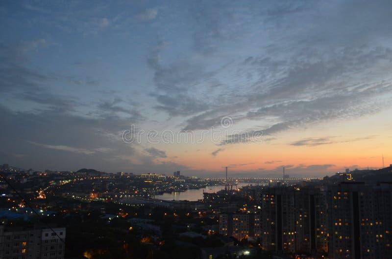 Город на заходе солнца стоковая фотография rf