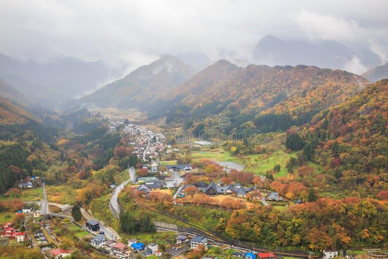Город от высокого взгляда в осени - Yamadera Yamadera, Yamagata, Япония стоковые фото