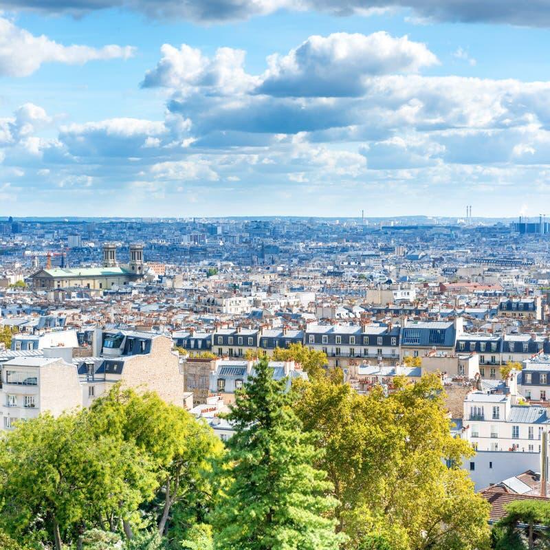 Город панорамы Парижа от Montmartre стоковые фотографии rf