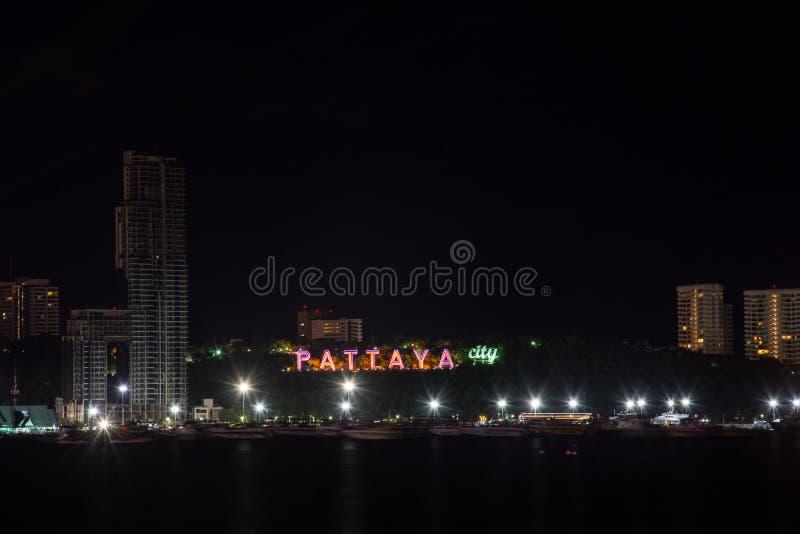 Город Паттайя вечером, Таиланд стоковые фотографии rf