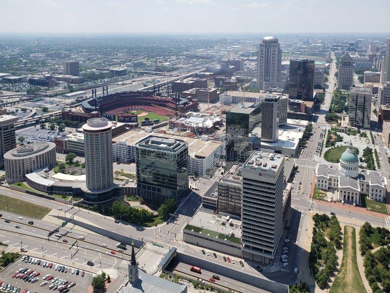 Город Сент-Луис видел от свода MO США ворот стоковая фотография rf