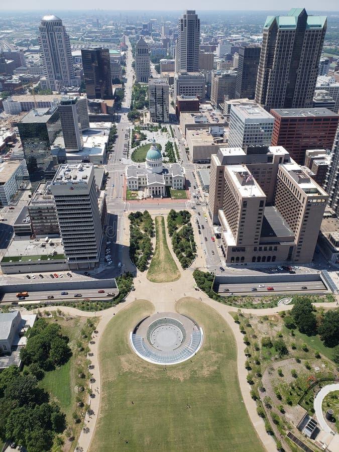 Город Сент-Луис видел от свода MO США ворот стоковые фотографии rf