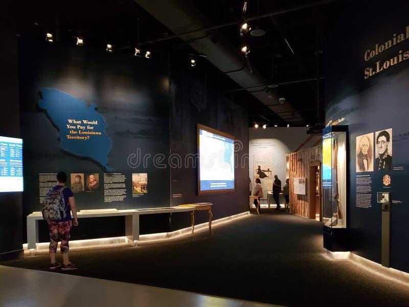 Город Сент-Луис музея свода ворот посещения людей стоковые изображения rf