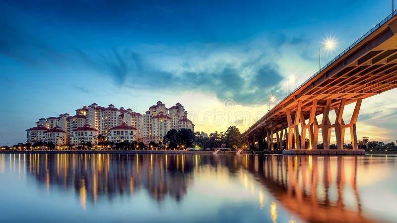 Город Сингапура на зоре стоковое изображение
