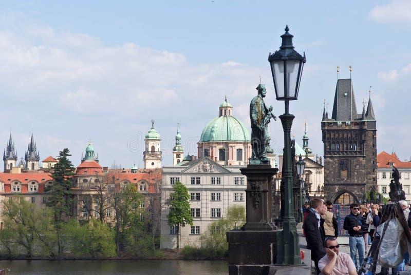 город старый река ландшафта kremlin города отраженное ночой Прага, Чешская Республика стоковое изображение rf
