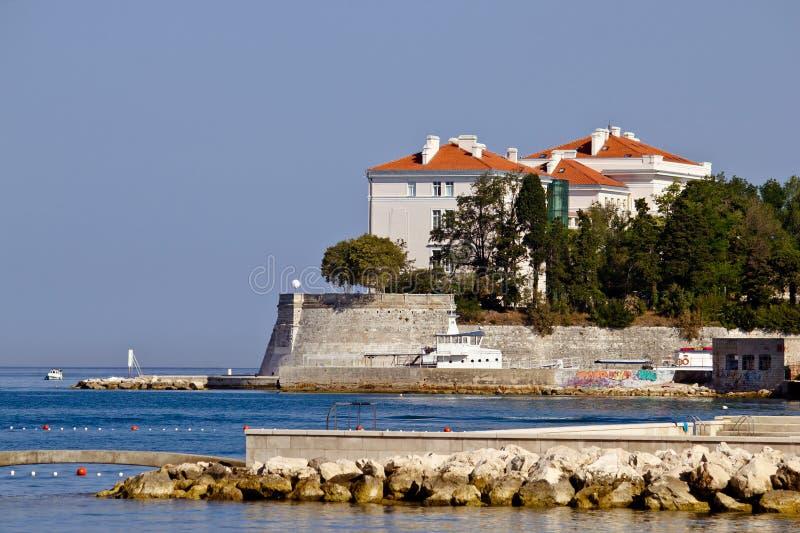 Город стен и портового района Zadar стоковые фотографии rf