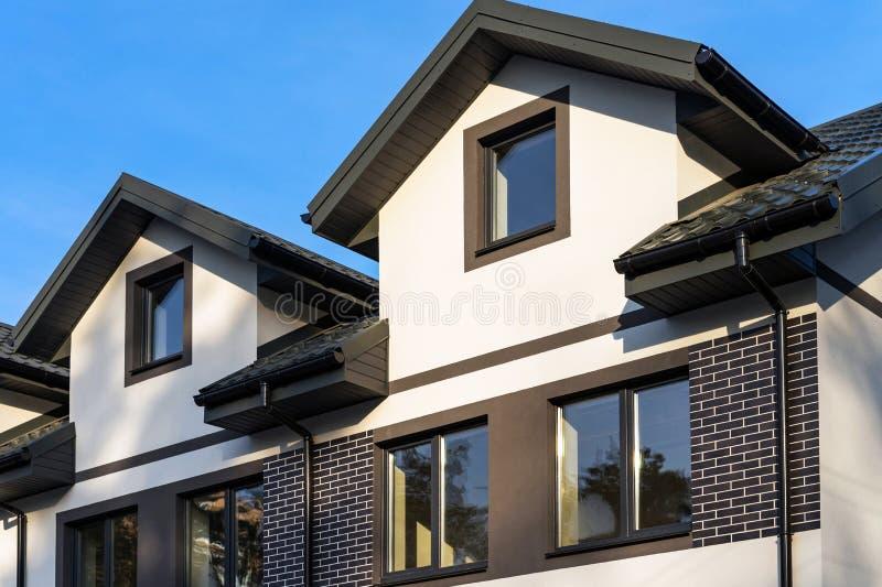 Город строится Квартира жилых домов: фон стоковое изображение rf