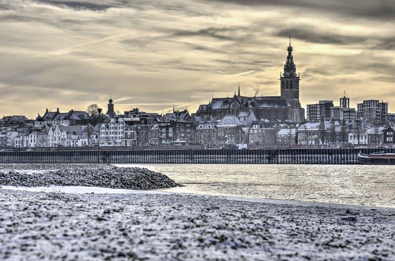Город с другой стороны реки стоковая фотография rf
