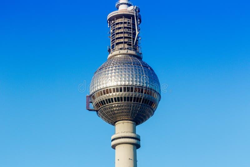 Город Alexanderplatz Германии голубого неба башни ТВ Берлина стоковое фото