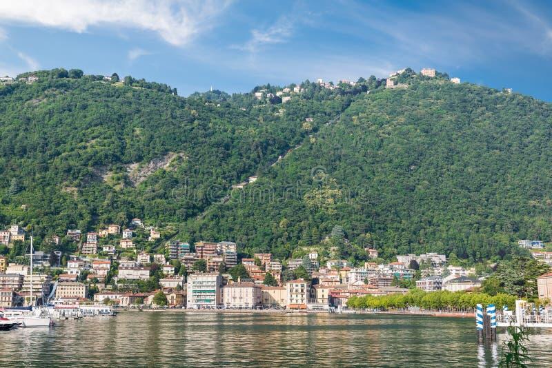 Город Como, озеро Como и фуникулярное для Brunate, Италии стоковые фотографии rf