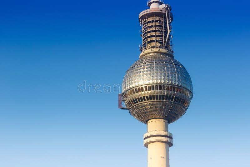 Город copyspace Alexanderplatz Германии голубого неба башни ТВ Берлина стоковые фото