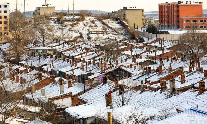 Город Hegang, Китай 23-ЬЕ ЯНВАРЯ 2019: Вид с воздуха деревни Китая северо-восточный старый в зимнем времени стоковые фотографии rf