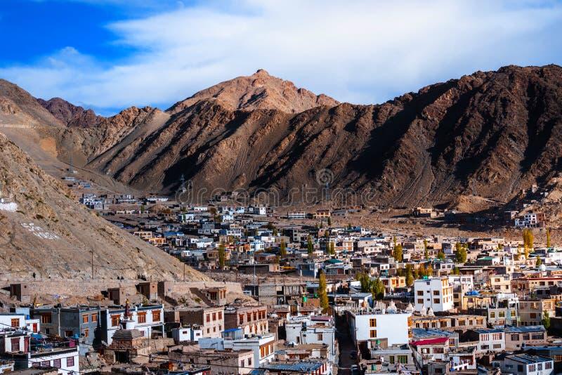 Город Leh-Ladakh в горе стоковая фотография rf