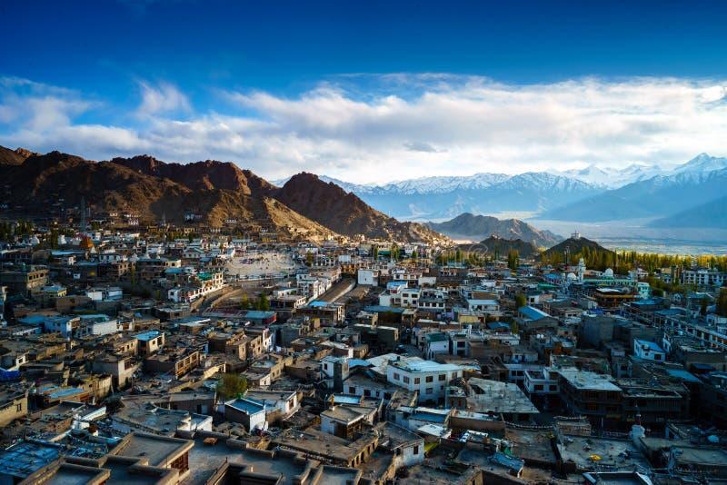 Город Leh-Ladakh на времени захода солнца стоковая фотография