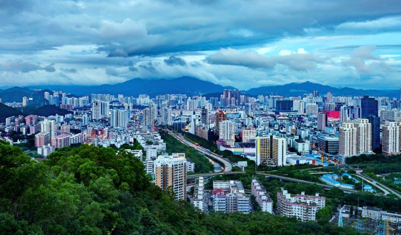 Город ` s Шэньчжэня Китая в ноче стоковое изображение rf