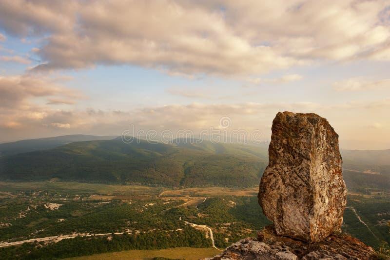 Город Tepe-Kermen пещеры Камень на крае стоковые фото