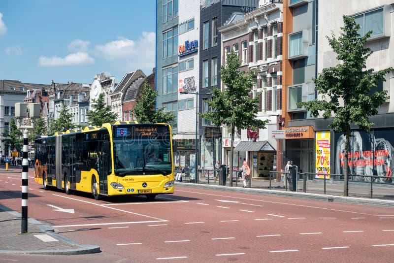 Город Utrecht городского пейзажа голландский с crossway городского автобуса ждать стоковое фото