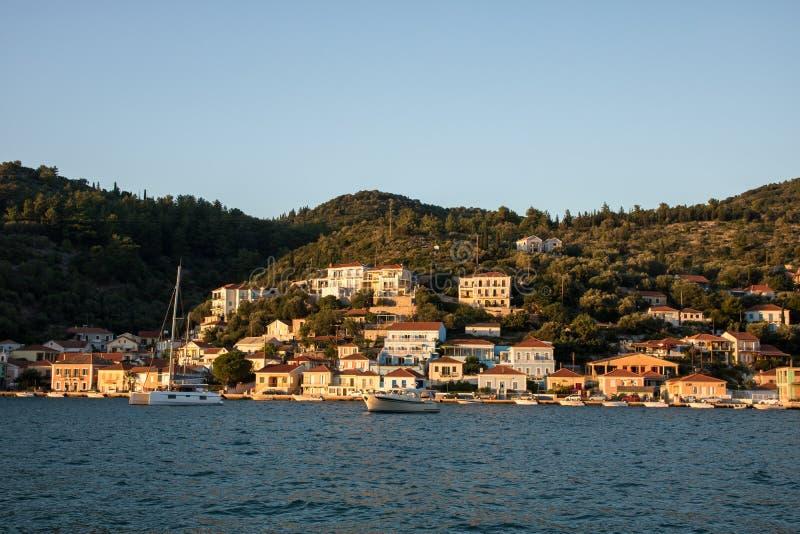 Город Vathy - столица греческого острова Ithaca стоковое изображение