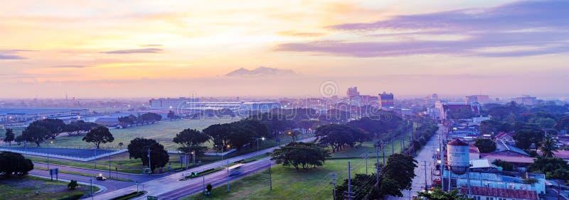 Город Анджелеса на восходе солнца стоковые изображения