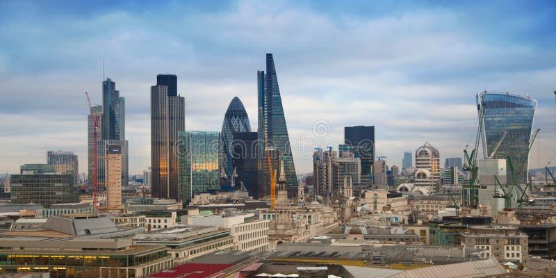 Город арии Лондона, дела и банка Панорама Лондона в комплекте солнца стоковая фотография