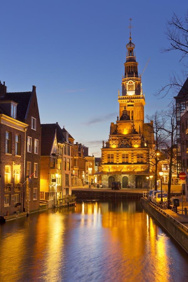 Город Алкмара, Нидерланды на ноче стоковое фото rf