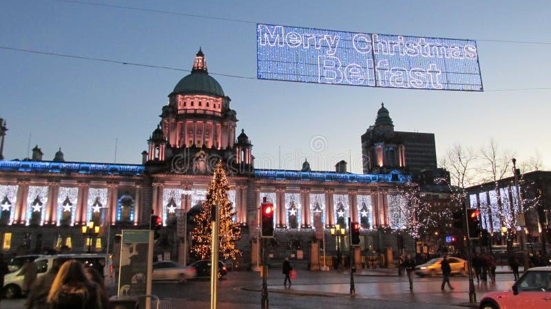 Город Белфаста сезона зимы Северной Ирландии освещает рождество стоковые фото