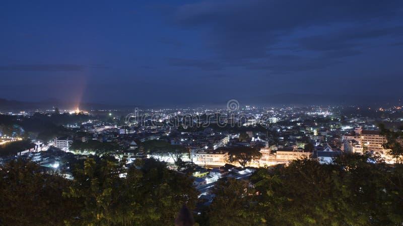 Город города Maesai northest в городском пейзаже ночи Таиланда Northest стоковые изображения