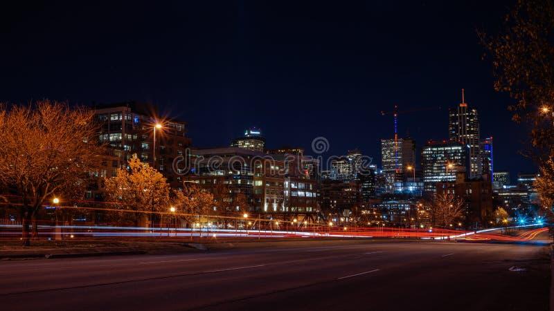 Город Денвера на ноче стоковая фотография
