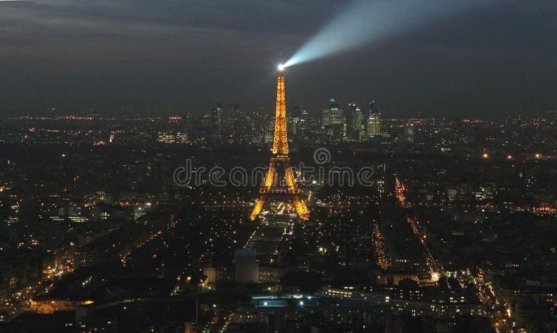 Город и Эйфелева башня Парижа на ноче стоковое фото