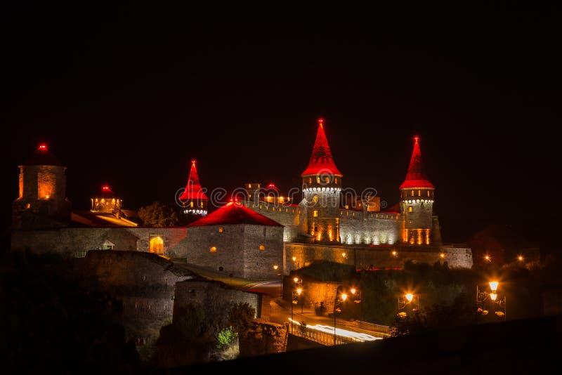 Город красивого освещения старый на ноче стоковые фото