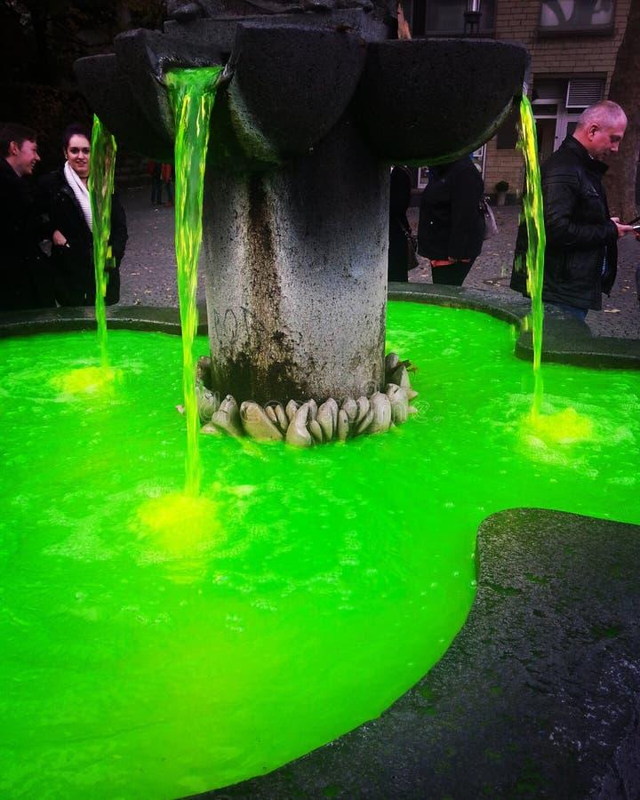 Город кёльна воды зеленого цвета Cemie стоковое изображение rf