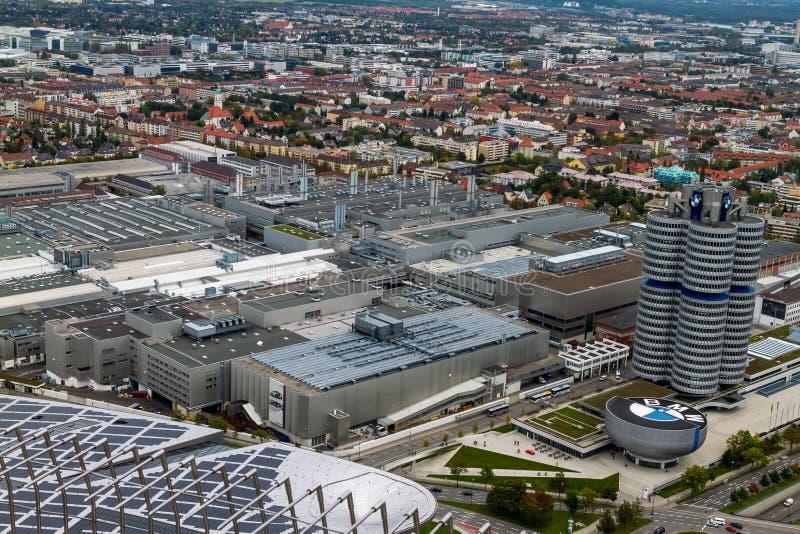 Город Мюнхена с штабами и фабрикой BMW стоковое изображение