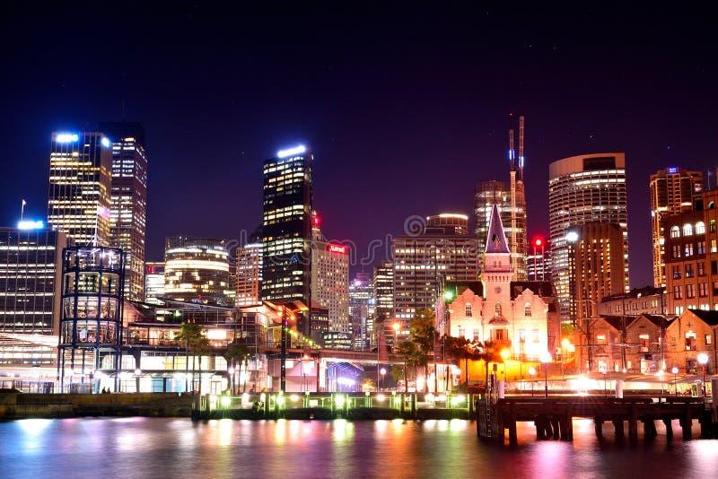 Город набережной Circulay на ноче Сиднее стоковое изображение