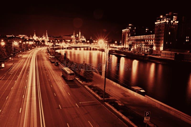 Город ночи нерезкости предпосылки стоковое фото