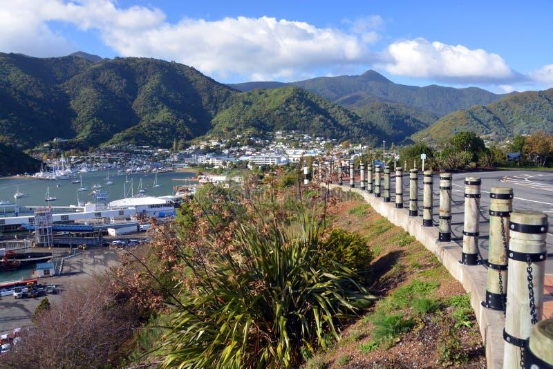 Городок и гавань Picton от привода ферзя Шарлотты стоковая фотография rf