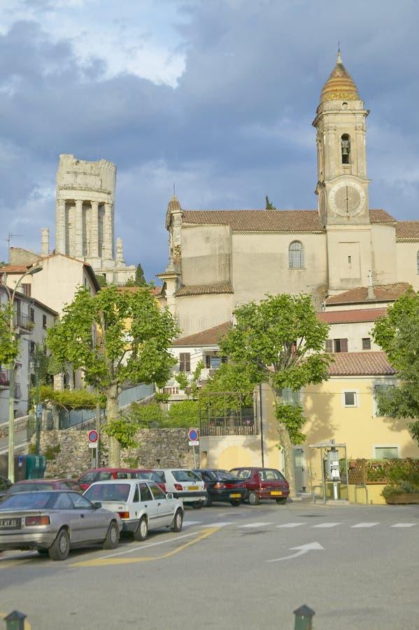 Городок Ла Turbie с des Alpes и церковью Trophee, Францией стоковое изображение