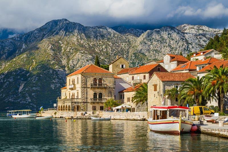 городок предохранения от perast montenegro под unesco стоковые изображения