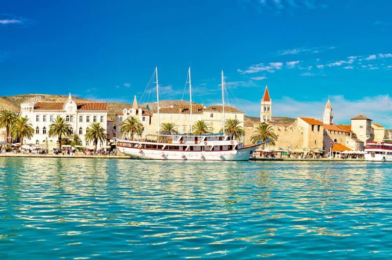 Городок ЮНЕСКО взгляда набережной Trogit стоковое изображение rf