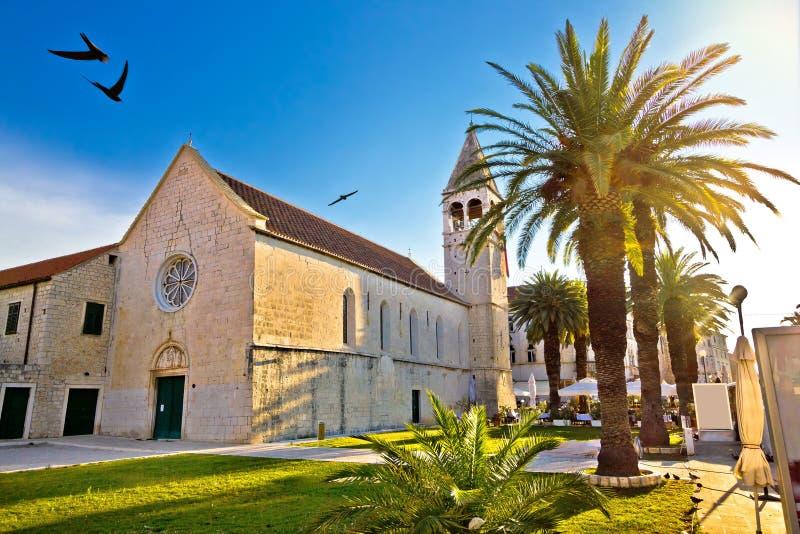 Городок ЮНЕСКО взгляда церков Trogir стоковые фотографии rf