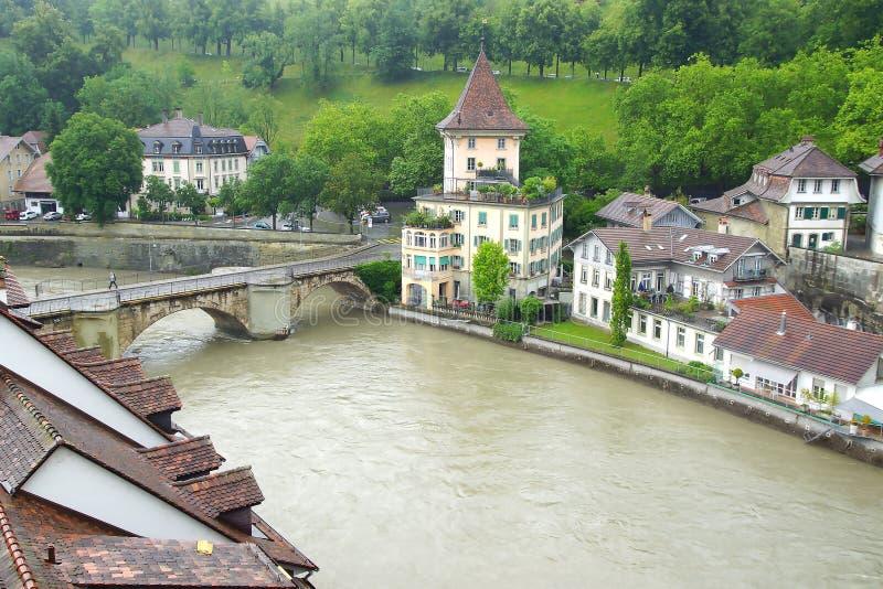 Городок Bern старый от Nydeggbruecke Bern привлекательно старомодный стоковое фото