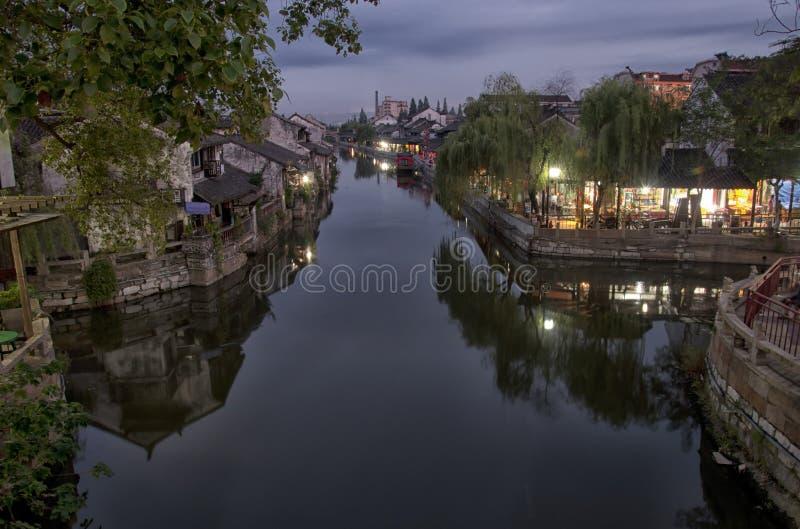 Городок Fengjing на ноче стоковые фотографии rf