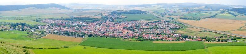 Городок Spisske Podhradie от замка Spis, Словакии стоковое фото