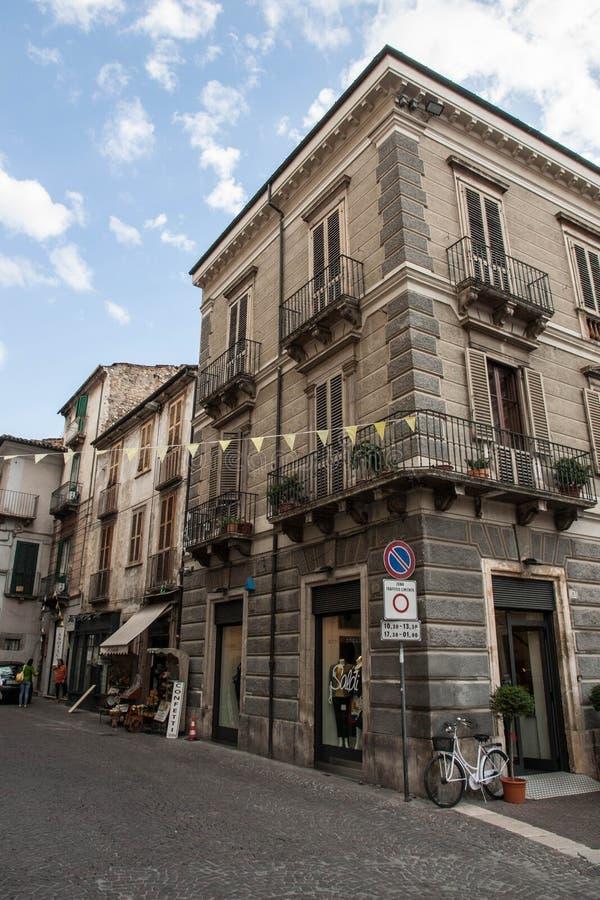 Городок Sulmona старый в зоне гор Абруццо стоковая фотография