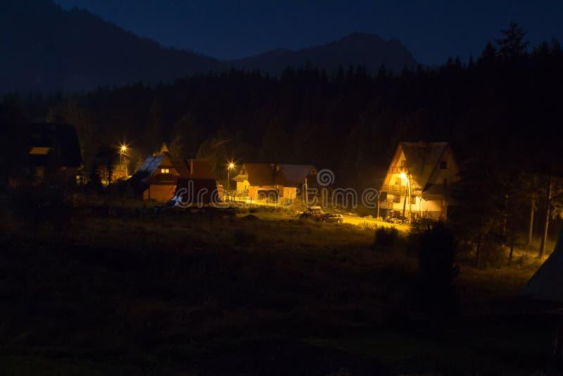Городок Zakopane на ноче стоковые изображения