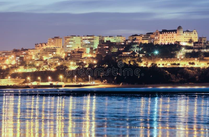 Город от залива Сантандера в вечере Испания стоковые изображения