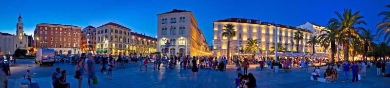 Город панорамы вечера квадрата разделения стоковое фото rf