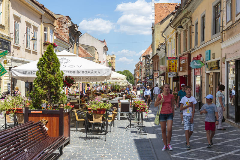 Городская жизнь, Brasov, Румыния стоковая фотография rf
