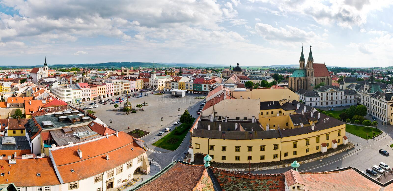 Городская площадь в Kromeriz, чехии стоковые изображения rf