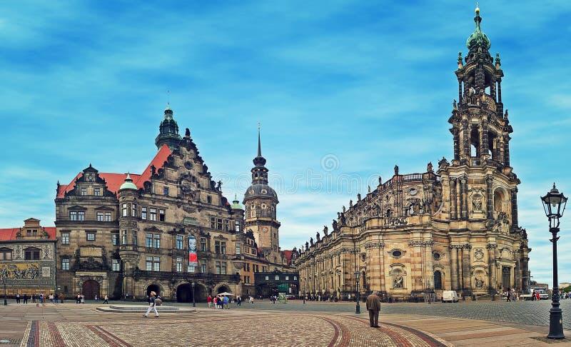 Городская площадь и собор Дрездена. стоковые изображения