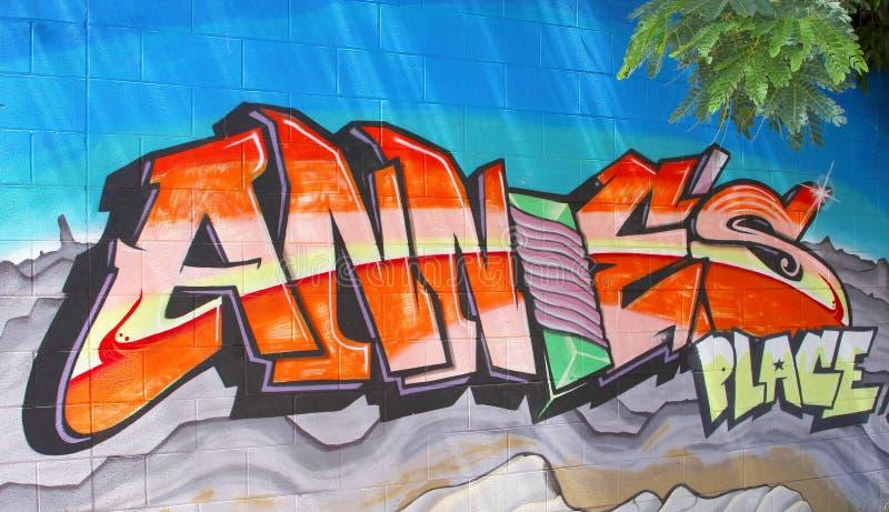 Городские граффити искусства улицы в Alice Springs, Австралии стоковое изображение